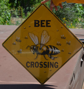 Sign, metal - Bee Crossing